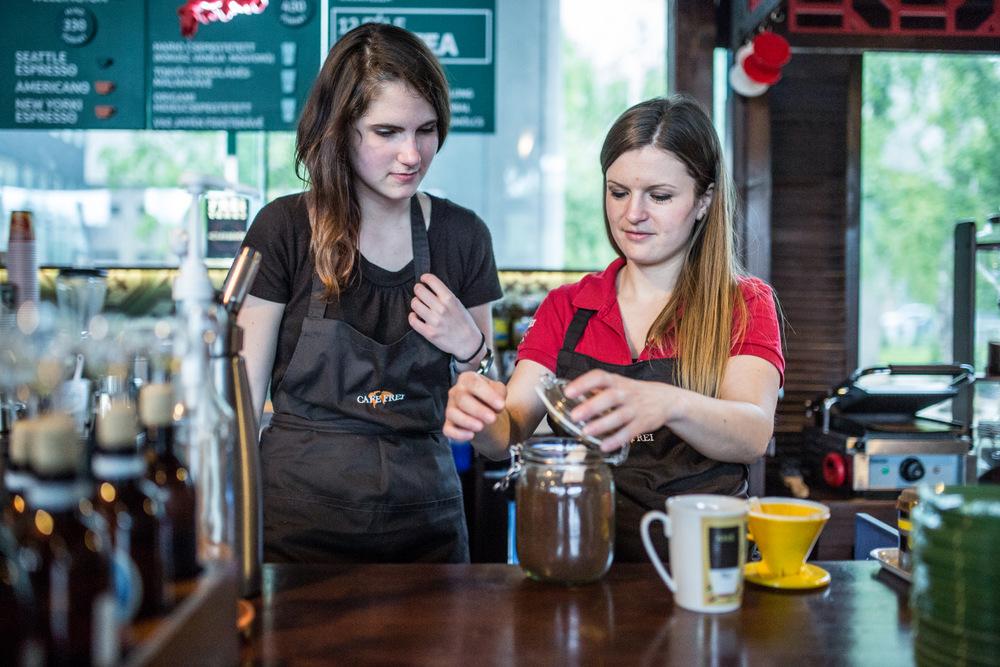 Melinda a kávézóban